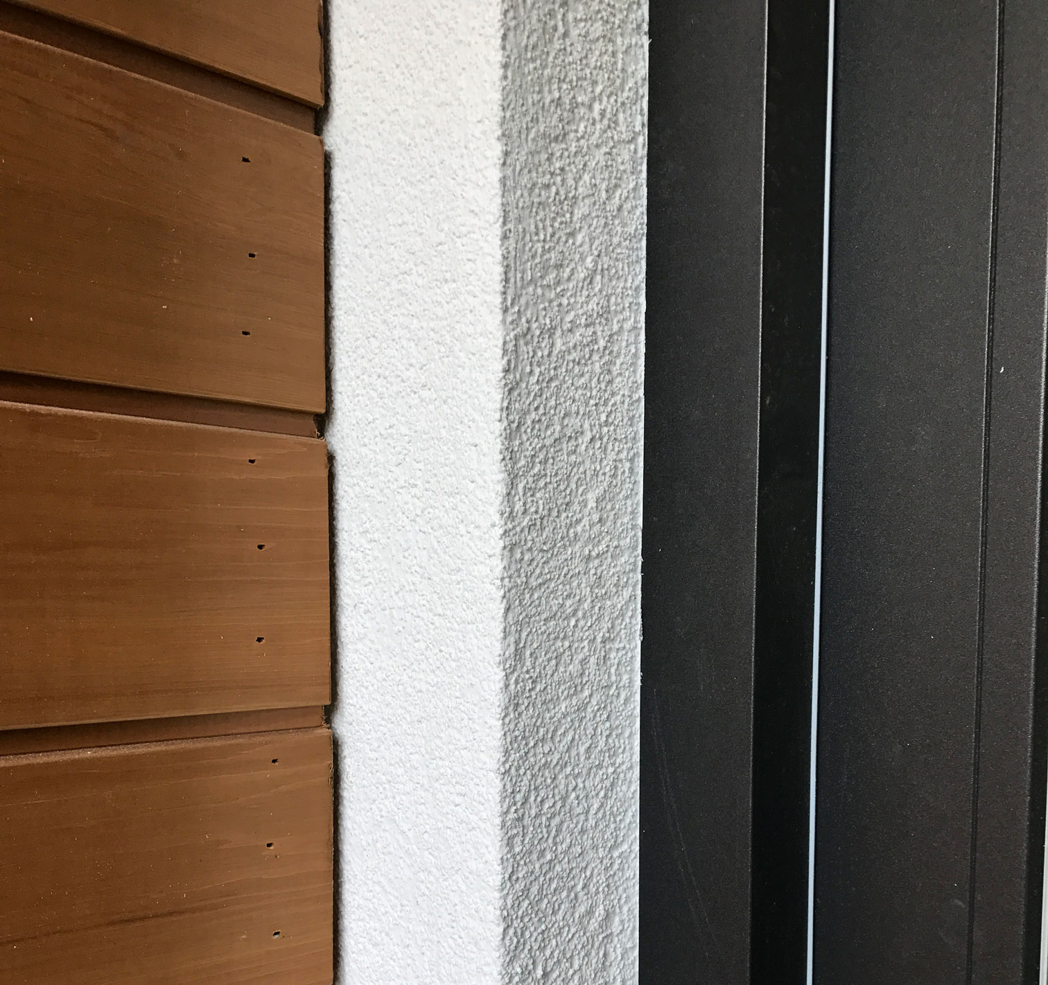 Timber render and aluminium connection